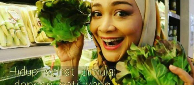 Cara Diet Kenyang Ala Dewi Hughes