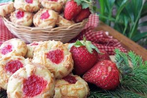 resep strawberry thumbprint cookies