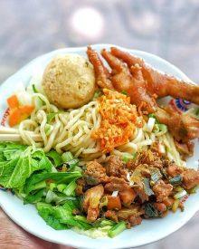 Resep Mie Ayam Bakso Ceker Homemade ala Abang-abang Yang Enak dan Mudah Dibuat