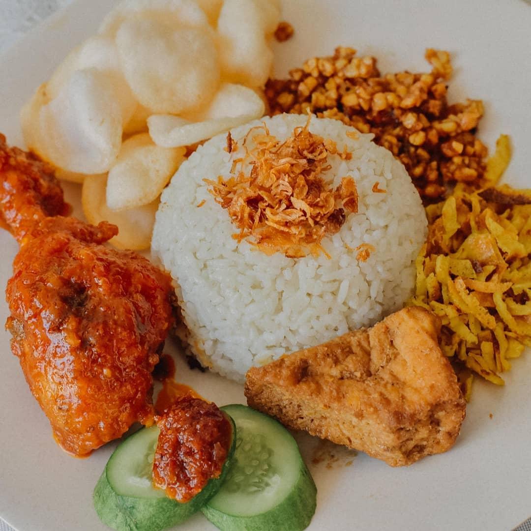 Resep Nasi Uduk Rice Cooker Komplit Khas Betawi